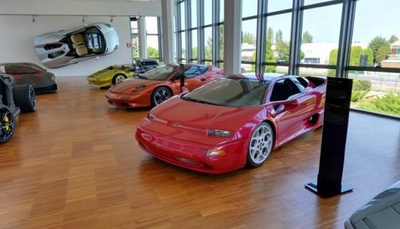 Віртуальна подорож по музею Lamborghini (фото)
