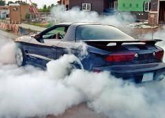 Чому двигун димить?