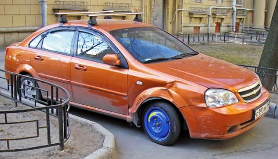 Що робити, якщо спустило або пробило колесо в дорозі?