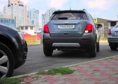 Як навчитися паркуватися заднім ходом