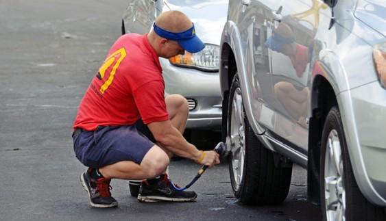 Як можна помити машину без води?