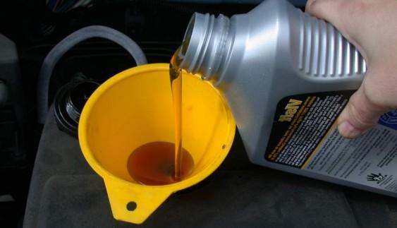 Причини і усунення витоку масла в двигуні