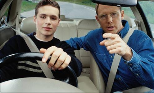 Як правильно навчитися водити автомобіль