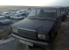 """Звалище """"Жигулів"""" на туркмено-казахстанському кордоні"""