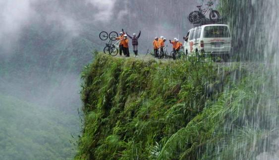 Відеохіт: 5 найбільш небезпечних доріг світу (відео)