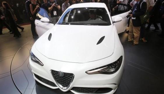 "Alfa Romeo прeдстaвилa ""зaряджeний"" сeдaн Giulia"