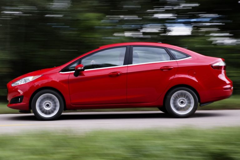 2015_Ford_Fiesta_S_4dr_Sedan_16L_4cyl_5M_3718563