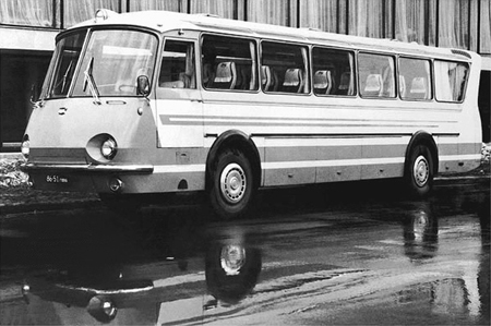"""ЛАЗ """"Україна-67″ – комфортабельний автобус з футуристичним дизайном"""