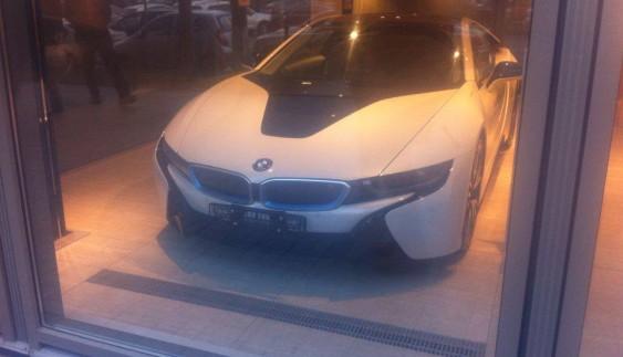 Український автомобільний ринок поповнився електромобілем BMW i8