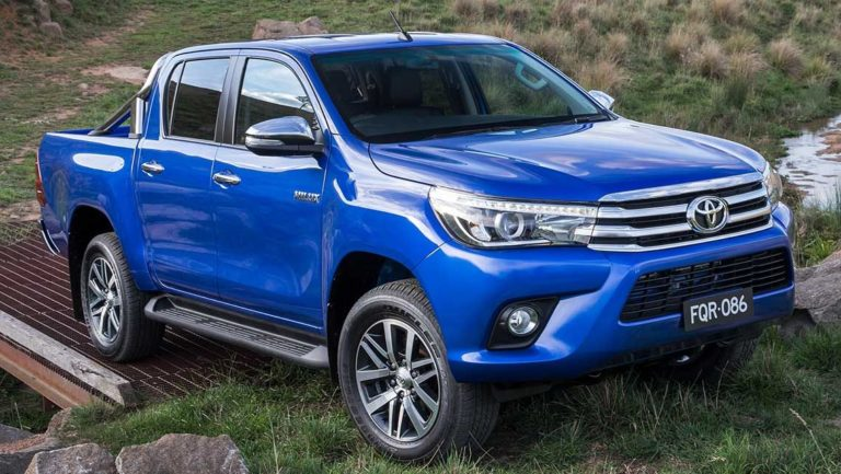 Toyota_HiLux_2015-Revealed-(17)