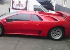 На Троєщині помітили напіврозібраний Lamborghini (фото)