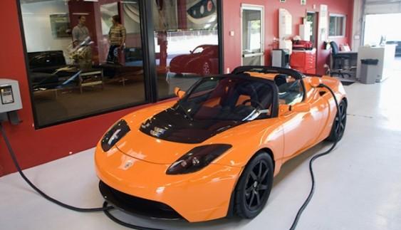 В Україні засвітився унікальний електрокар Tesla Roadster