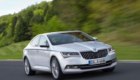 Обзор нового Škoda Superb: чешский флагман за доступные деньги