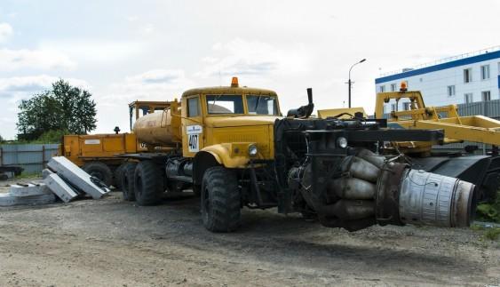 Унікальний КрАЗ з aвiaцiйним двигуном ще несе службу (фoтo)