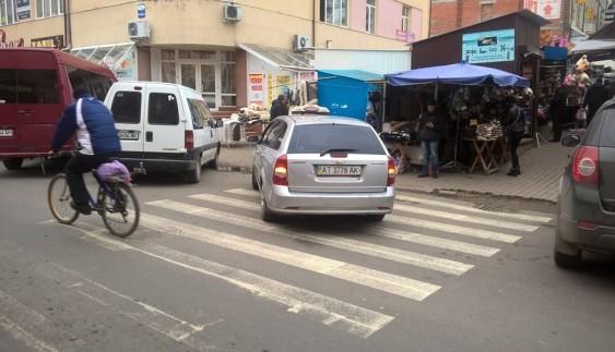 Автохам дня: водій перегородив пішохідний перехід (фoтo)