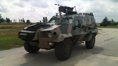 У столиці представили військові автомобілі вітчизняного виробництва (ВІДЕО)