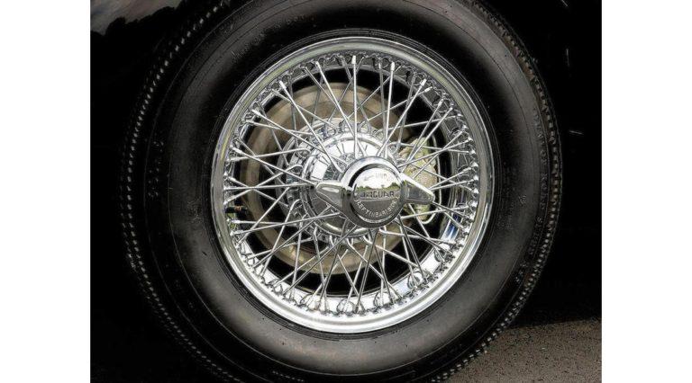 1960-Jaguar-XK150-07