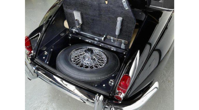 1960-Jaguar-XK150-08