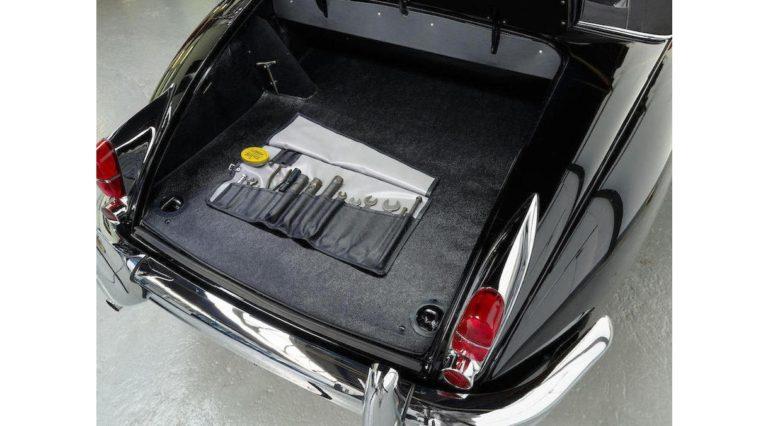 1960-Jaguar-XK150-09
