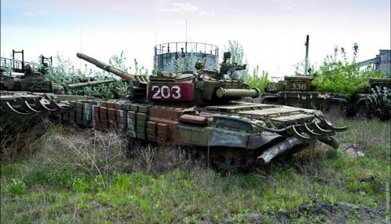 """Вражаюче видовище: майже """"кладовище"""" бронемашин в Україні"""