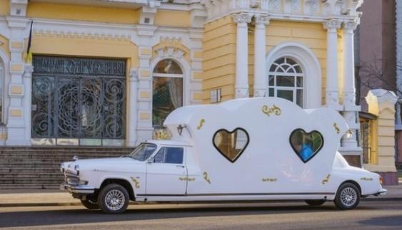 Вулицями Черкас їздить диво-автомобіль (фото)