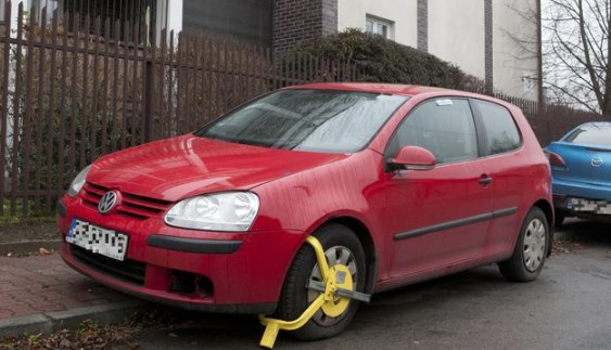 Автомобіль президента заблокували за порушення правил паркування
