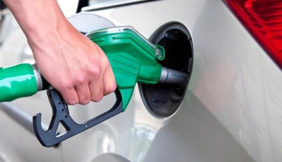 Як зекономити на бензині у зимовій поїздці