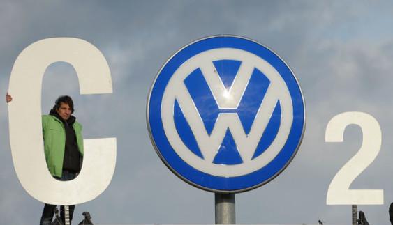 Tesla просить американську владу не штрафувати Volkswagen