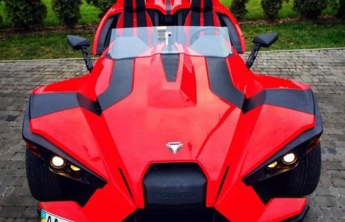 У Києві помітили рідкісний триколісний спорткар