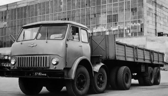 Дослідний колісний тягач МАЗ-520 з колісною схемою 6х2