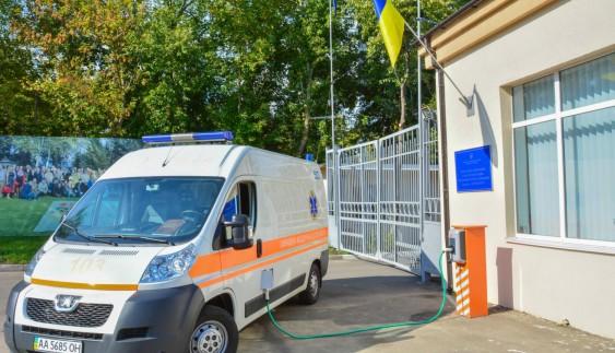 В Києві встановили безкоштовну станцію заправки електромобілів