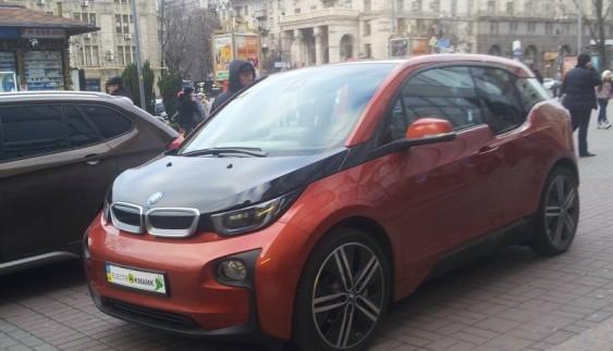 В Україні помітили рідкісний в нас електромобіль
