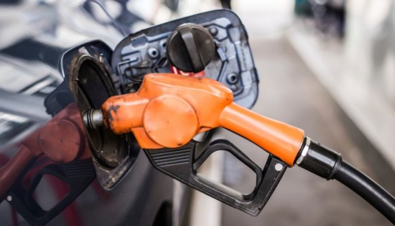 В Україні подешевшає бензин та дизель