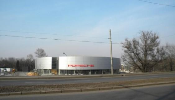 Після війни: автосалони Донецька вчора і сьогодні