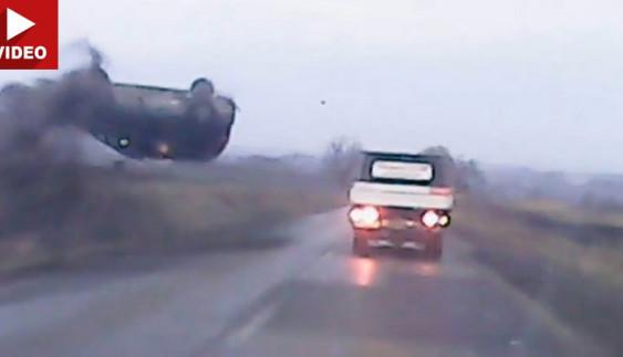 """Как водитель на """"ровной"""" дороге потерял контроль над своим авто"""