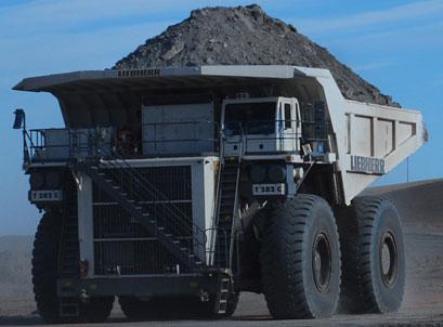 Як складали одну з найбільших вантажівок світу (відео)