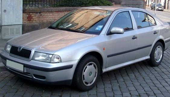 Простий тест-драйв Skoda Octavia: чеський достойний автомобіль (відео)