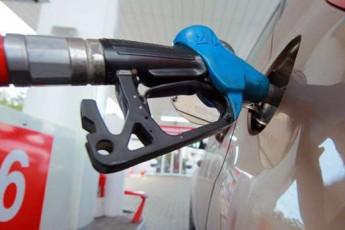 Стало відомо, скільки переплачують українські водії за літр бензину