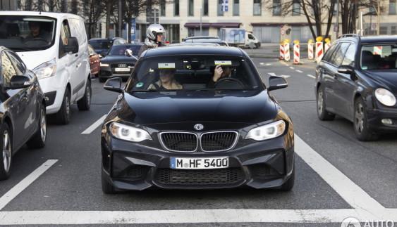 Шпионам удалось сфотографировать новый BMW М2 в еще одном цвете