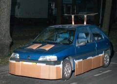 """Як за допомогою картону авто перетворюють у """"шедеври"""""""