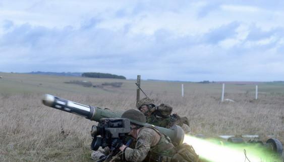 Як пікап дивом ухилився від керованої ракети (відео)