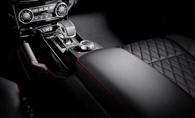 Mercedes-Benz G-Klasse, designo manufaktur, Interieur: designo Leder schwarz mit roten ZierähtenMercedes-Benz G-Klasse, designo manufaktur, interior: designo leather black with red topstiching