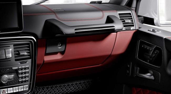 Mercedes-Benz G-Klasse, designo manufaktur, Interieur zweifarbig schwarz/rot mit roten ZiernähtenMercedes-Benz G-Klasse, designo manufaktur, two-tone interior black/red with red topstiching