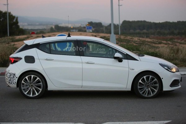 opel-astra-gsi-spy-photo-1