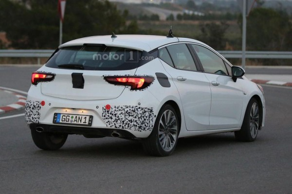 opel-astra-gsi-spy-photo-2