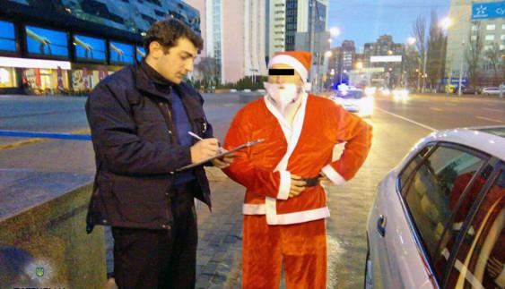 Патрульна поліція оштрафувала Діда Мороза