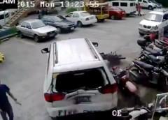 Найбезглуздіше паркування автомобіля (відео)