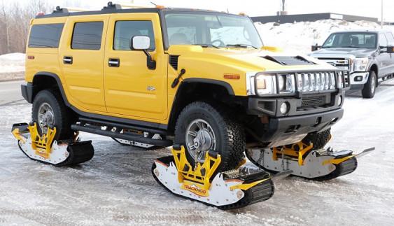 Готуємось до зими: як за 15 хвилин автомобіль перетворили на снігохід (відео)