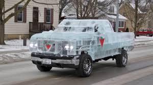 Вантажівка з льоду, яка повністю функціонувала (відео)