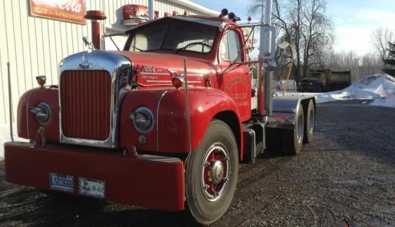15-ступінчаста коробка передач на вантажівці 1964 року (відео)